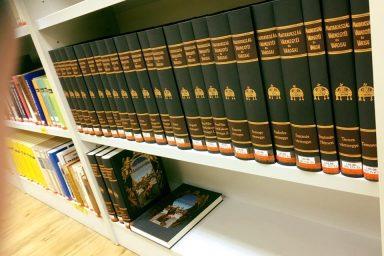 """""""Könyvtár, ami összeköt"""" – Ösztöndíjprogram könyvtárosok szakmai továbbképzésére"""